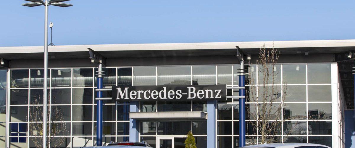 Showroom d'un concessionnaire Mercedes
