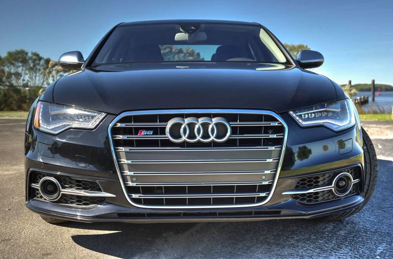 Audi noir chez un mandataire