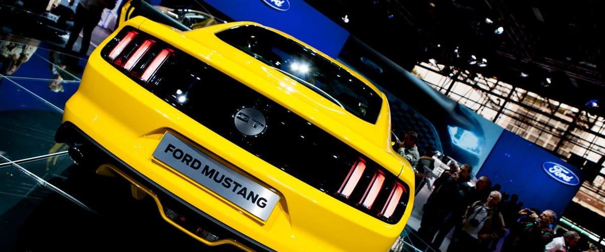 Une Ford Mustang sur le stand de Ford lors du mondial de l'automobile à Paris