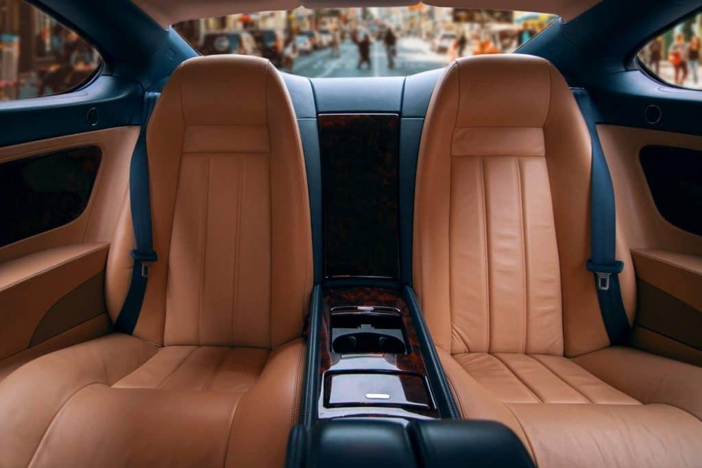 Les sièges de voitures sont en polyurethane