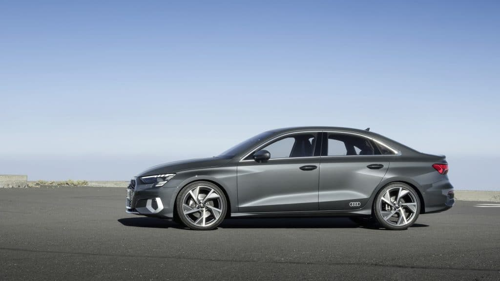 Audi A3 berline grise statique profil
