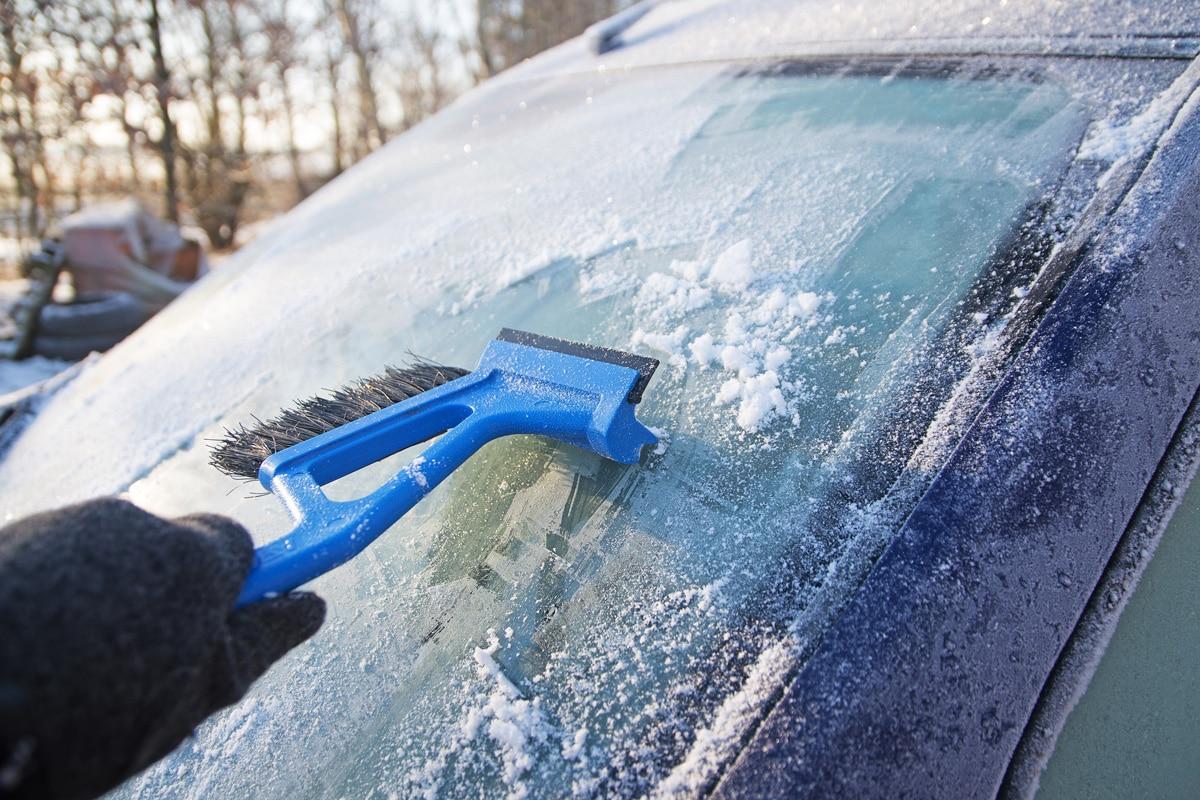 Le pare-brise est très fragile en hiver du fait du froid extérieur mais aussi s'il a des impacts