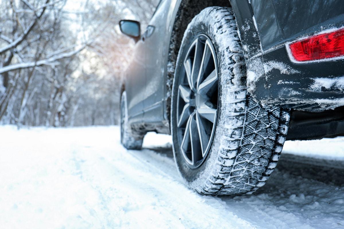 Les pneus hiver qui permettent de rouler en sécurité sur la neige ou lorsque la chaussée est froide