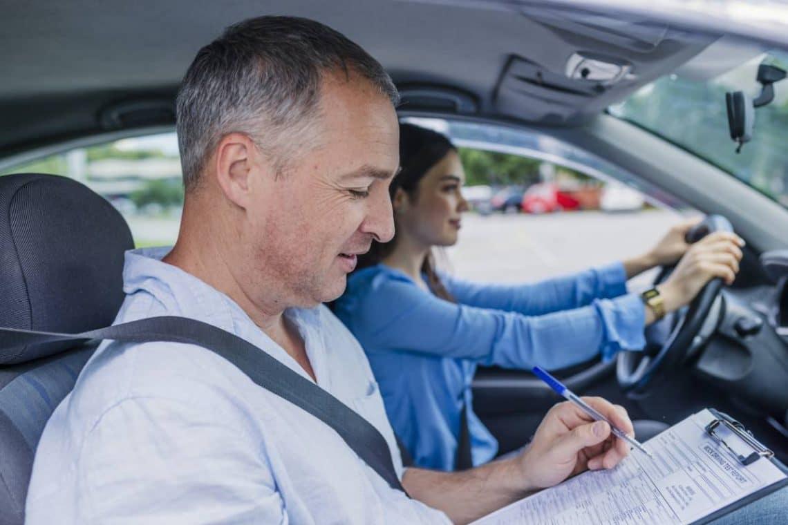 La saison estivale et le meilleur moment pour passer son permis de conduire